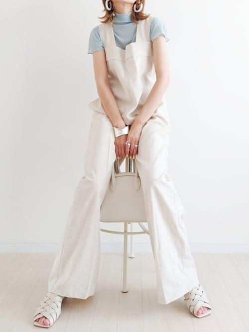 40代 白サロペット ホワイト コーデ